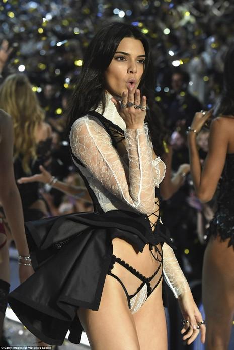 Lộ diện dàn thiên thần nóng bỏng của Victoria's Secret - ảnh 8