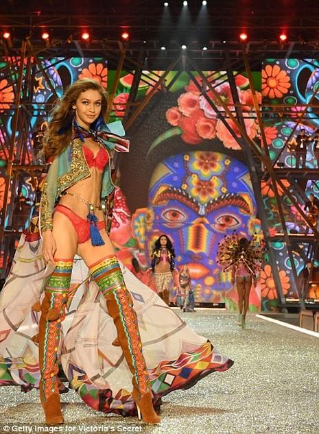 Lộ diện dàn thiên thần nóng bỏng của Victoria's Secret - ảnh 13