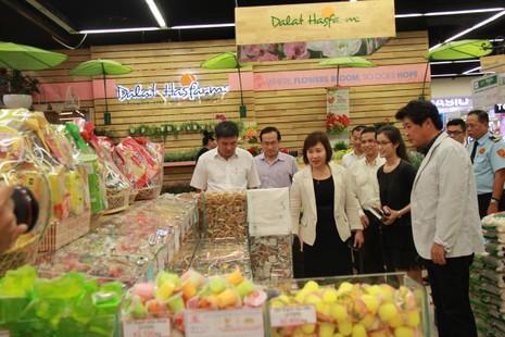Thứ trưởng Bộ Công Thương làm việc tại Lotte Mart - ảnh 1