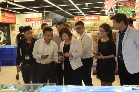 Thứ trưởng Bộ Công Thương làm việc tại Lotte Mart - ảnh 2