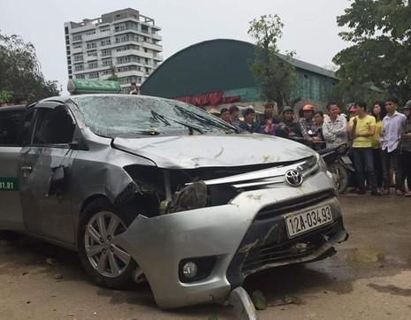Nguyên nhân ban đầu vụ taxi lao xuống hồ khiến 4 người tử vong - ảnh 1
