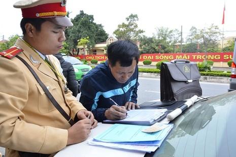 Cục CSGT xử lý đua xe, chống người thi hành công vụ - ảnh 1