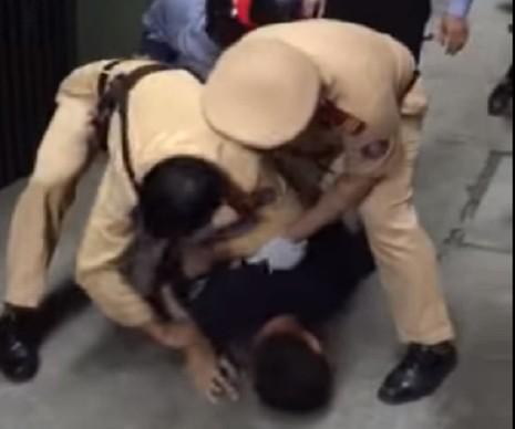 Clip cảnh sát giao thông truy đuổi, quật ngã tên trộm xe  - ảnh 1