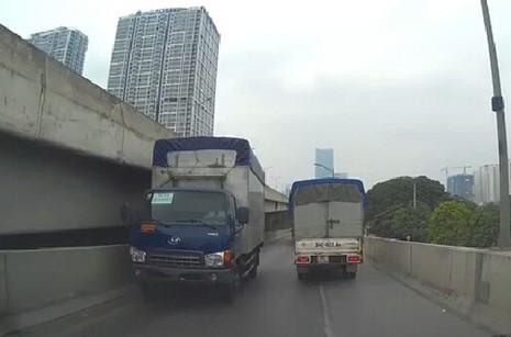 """Công an vào cuộc vụ xe tải """"ngông nghênh"""" chạy ngược chiều - ảnh 1"""