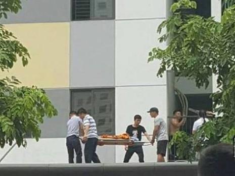 Cháu bé xấu số tử vong sau khi rơi từ tầng 11  Vụ việc đau lòng xảy ra khoảng 11h giờ trưa nay (15-)7, tại toà nhà Rainbow