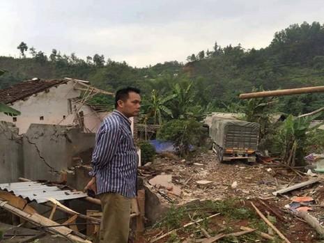 Hai xe chở vôi đâm sập 3 nhà dân ở Cao Bằng - ảnh 1