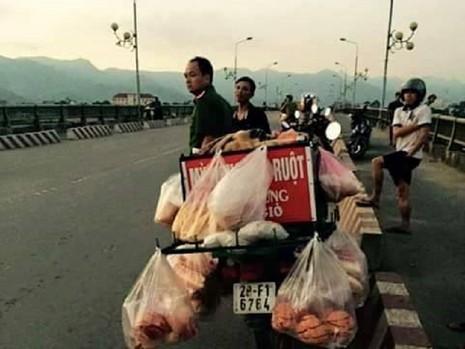 Vớt được xác người bán bánh mì nhảy sông Đà - ảnh 1