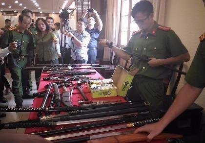 Có tới 8 khẩu súng ngắn và hai khẩu súng dài có ống ngắm