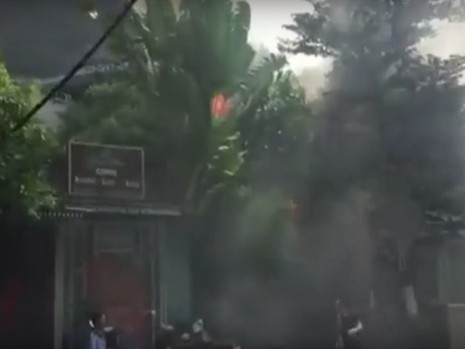 Cháy ngùn ngụt tại quán cafe trên phố Phan Kế Bính - ảnh 1