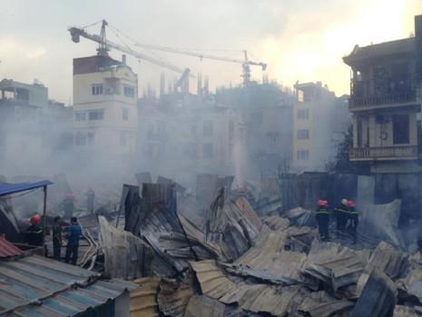 Cháy khủng khiếp tại lán trọ công nhân - ảnh 4