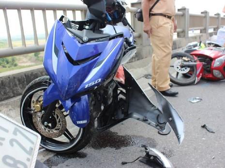 Tai nạn liên hoàn trên cầu Vĩnh Tuy, 5 người bị thương - ảnh 2