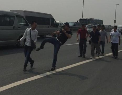 Hà Nội: Một phóng viên bị đánh chảy máu miệng - ảnh 1