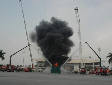 Những màn dập lửa mãn nhãn của Cảnh sát PCCC Hà Nội - ảnh 9