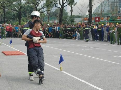Những màn dập lửa mãn nhãn của Cảnh sát PCCC Hà Nội - ảnh 8