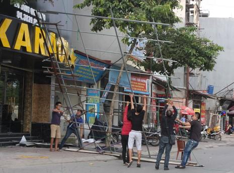 Hàng loạt quán karaoke tại Hà Nội dỡ biển quảng cáo - ảnh 4