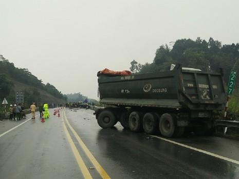 Tai nạn kinh hoàng trên cao tốc, tài xế tử vong tại chỗ - ảnh 2