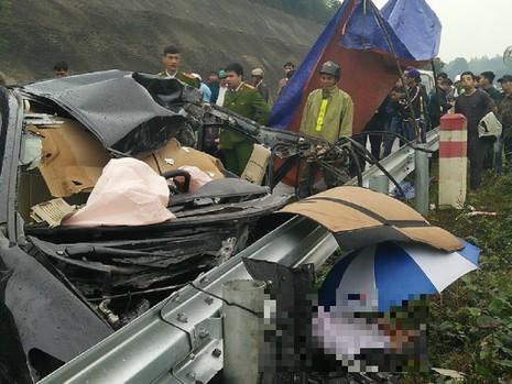 Tai nạn kinh hoàng trên cao tốc, tài xế tử vong tại chỗ - ảnh 1