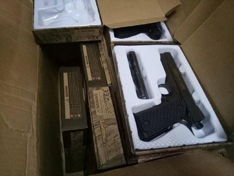 Phát hiện lượng lớn súng ngắn giả có sức sát thương cao - ảnh 4