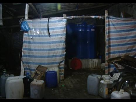 Kinh hãi với cơ sở chế biến nước mắm cạnh khu rác thải - ảnh 1