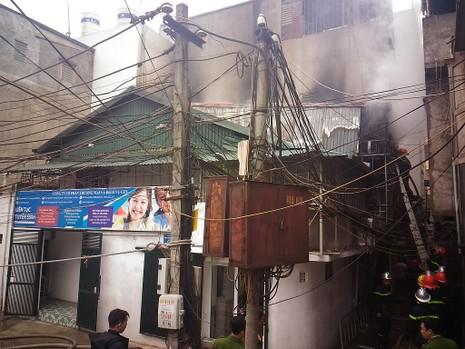 Cận tết, 'bà hỏa' thiêu rụi một căn nhà tại Hà Nội - ảnh 4