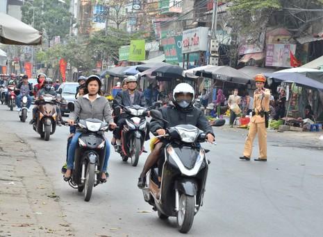 """Cảnh sát tung quân xử lý """"cò"""" ở chùa Hương - ảnh 3"""