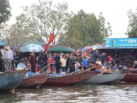 """Cảnh sát tung quân xử lý """"cò"""" ở chùa Hương - ảnh 8"""
