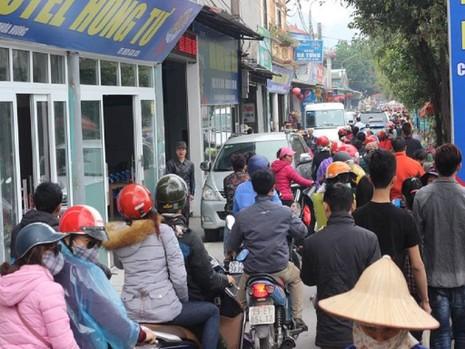 """Cảnh sát tung quân xử lý """"cò"""" ở chùa Hương - ảnh 5"""