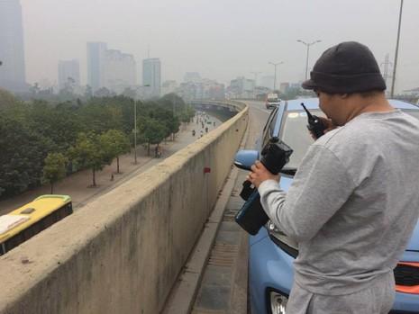 Cảnh sát xử lý xe 'rùa bò', tài xế mật báo cho nhau - ảnh 4