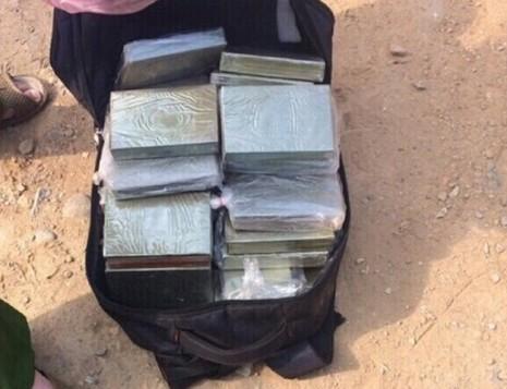 Xách cả bao ma túy, dùng súng K59 bắn cảnh sát - ảnh 3