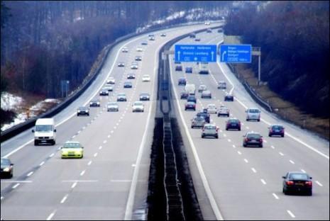 Kinh nghiệm lái trên trên đường cao tốc - ảnh 2