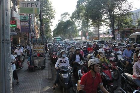 Đâm xe liên hoàn ở trung tâm Sài Gòn, giao thông kẹt cứng - ảnh 4