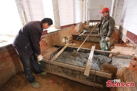 'Thần đèn' Trung Quốc di chuyển nhà hai tầng bằng 1.000 ống sắt - ảnh 5