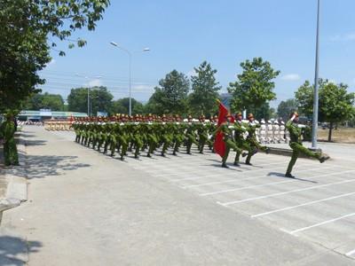 Hàng nghìn cảnh sát luyện tập cho Lễ diễu binh ngày 30/4 - ảnh 5