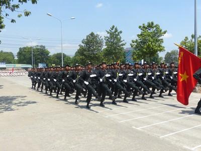 Hàng nghìn cảnh sát luyện tập cho Lễ diễu binh ngày 30/4 - ảnh 7