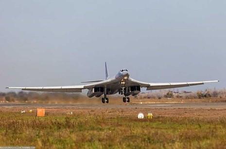 'Đột nhập' căn cứ của dàn máy bay ném bom khổng lồ Nga - ảnh 11