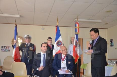 """""""Lính thợ"""" Việt Nam tại Pháp được trao Huân chương Công trạng - ảnh 2"""