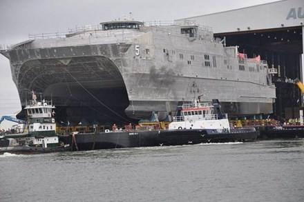 Hải quân Mỹ nhận tàu đổ bộ siêu tốc hai thân thứ 5 - ảnh 1