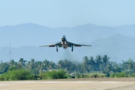 Hình ảnh bay huấn luyện Su-22 tại Trung đoàn không quân 937 - ảnh 12