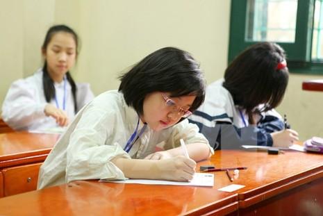 Thi tuyển lớp 6: Phụ huynh vẫn rối và lo với hình thức trắc nghiệm - ảnh 1