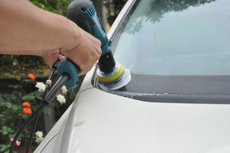 Kinh nghiệm xử lý kính chắn gió ô tô bị xước, mờ - ảnh 2