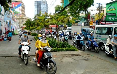 TP.HCM: Hoãn cấm đường ngày 22-4, giao thông vẫn ùn tắc  - ảnh 2