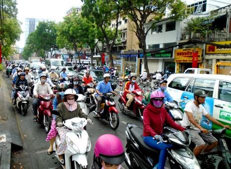 TP.HCM: Hoãn cấm đường ngày 22-4, giao thông vẫn ùn tắc  - ảnh 3
