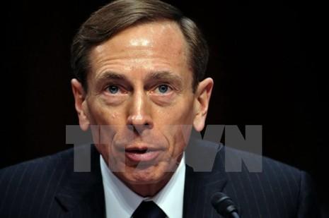 Cựu Giám đốc CIA Petraeus bị phạt tù vì tiết lộ tin mật cho bạn gái - ảnh 1