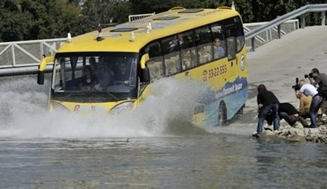 Hàn Quốc khai trương tuyến xe buýt chạy dưới nước đầu tiên