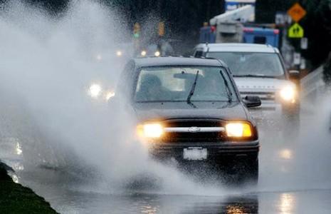 Lái xe trên đường cao tốc: Đừng thấy đường vắng mà nhấn mạnh chân ga - ảnh 2