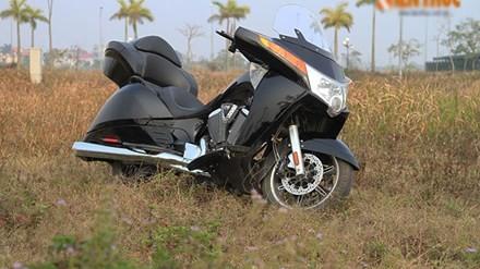 """Mẫu môtô thể thao đường trường Victory Vision Tour 2014 đến từ Mỹ được xem là một trong những """"hàng hiếm"""" khá kén người sử dụng tại Việt Nam."""