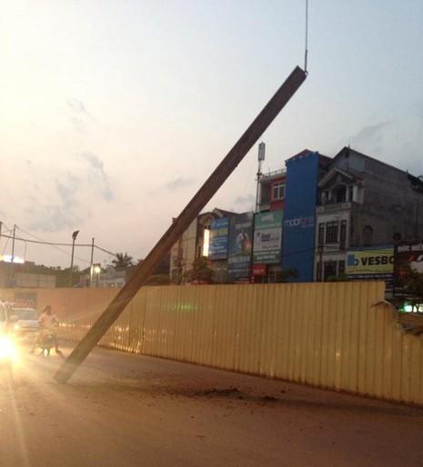 Sắt tuột cáp cẩu rơi ở tuyến đường sắt Nhổn - Ga Hà Nội - ảnh 2