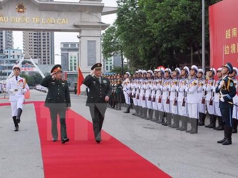 Bộ trưởng Quốc phòng Việt Nam-Trung Quốc hội đàm ở biên giới - ảnh 1