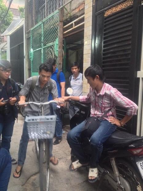 Hình ảnh xóm lao động nghèo vui mừng cho chị tỷ phú ve chai - ảnh 3
