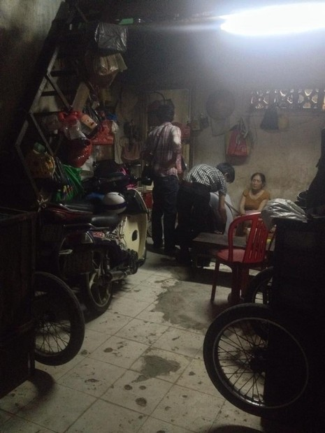 Hình ảnh xóm lao động nghèo vui mừng cho chị tỷ phú ve chai - ảnh 4
